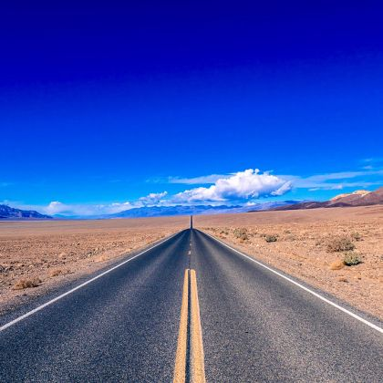 https://upload.wikimedia.org/wikipedia/commons/thumb/4/40/On_the_road%2C_Death_Valley_%2823702938504%29.jpg/1024px-On_the_road%2C_Death_Valley_%2823702938504%29.jpg