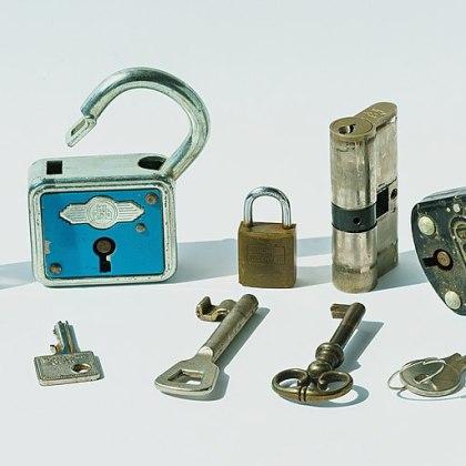 https://commons.wikimedia.org/wiki/File:Locks_and_keys_-_a_quintuple_misfit.jpg