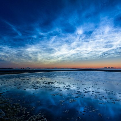 https://commons.wikimedia.org/wiki/File:Noctilucent-clouds-msu-6817.jpg