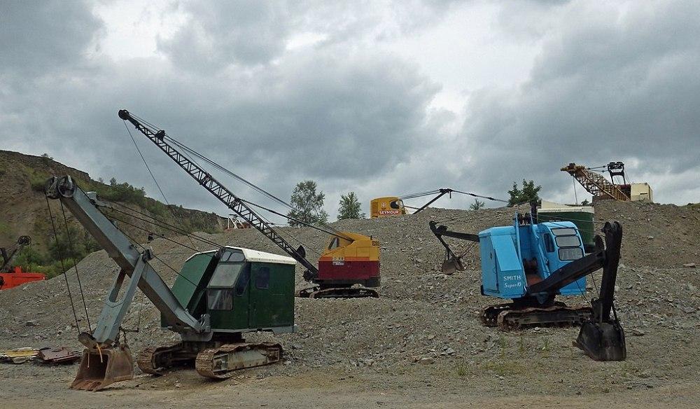 https://commons.wikimedia.org/wiki/File:Threlkeld_Quarry_Steam_Galas_Countless_Excavators.jpg